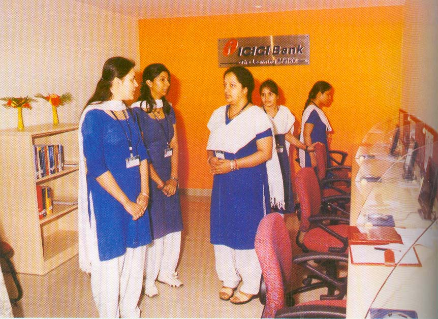 Students of Management -Learning & discussion at ICICI Bank Learning Matrix (2008)