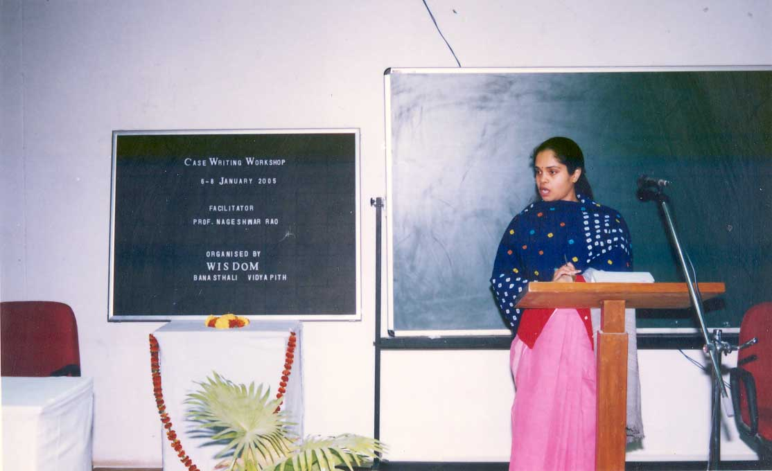 Dr. Ipshita Bansal interacting with the participants of the CASE Writing Workshop (2005)
